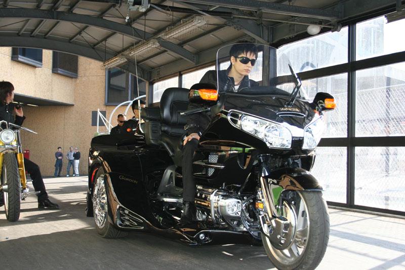 gackt rides GORDON TRIKE